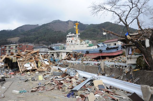 us_navy_110315-n-2653b-148_a_tug_boat_is_among_debris_in_ofunato_japan_following_a_9-0_magnitude_earthquake_and_subsequent_tsunami